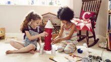 Como criar uma caixa de brinquedos com diversidade para o seu filho