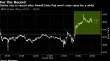 Acciones suben a récord; bonos del Tesoro ganan gracias a Fed