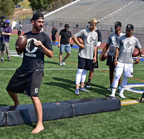 San Francisco 49ers coach Kyle Shanahan teaches high school prospects the finer points of a dropback. (Photo Credit: Twitter/@qb_collective)