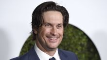 Oliver Hudson Says He's Now Trying to Have a Relationship With Estranged Father Bill