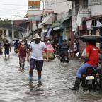 Philippines: Typhoon displaces 120,000 people, 8 missing