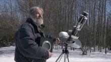 La historia real del hombre que pasó 30 años enviando mensajes a extraterrestres desde el sótano de sus abuelos