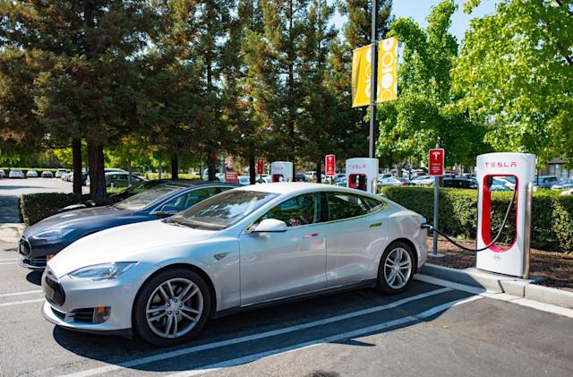 Tesla asks new car buyers to pay for Supercharger access