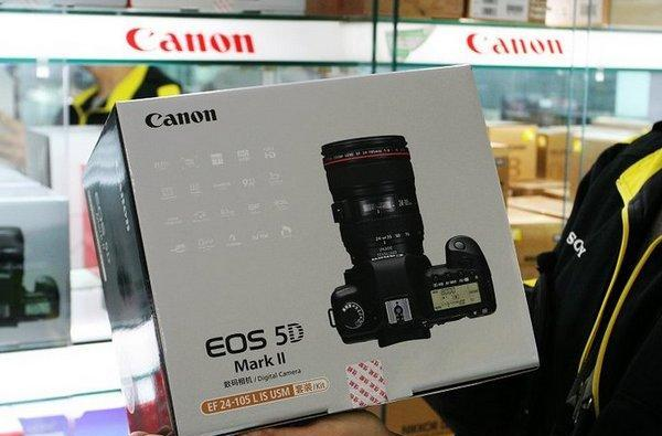 Canon's EOS 5D Mark II reportedly hitting US stores (shelves?) today