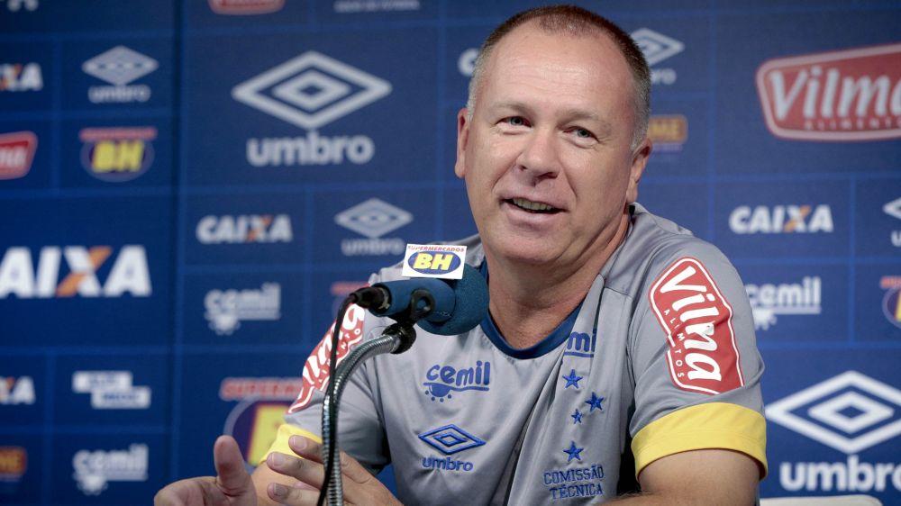 Mano revela consulta do Palmeiras e brinca sobre novela de renovação com o Cruzeiro