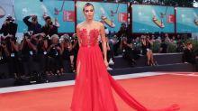 Venezia 2019, i look delle star sul red carpet martedì sera