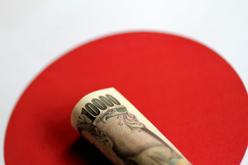 Yen rises as soft U.S. data, uncertainty darken outlook