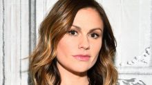 Anna Paquin would like us to know she does not have a set of Louis Vuitton luggage