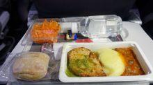 Ungesundes Essen im Flugzeug? Eine Stewardess packt aus!