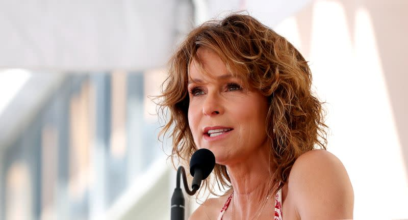 Jennifer Grey Will Star In and Executive Produce DIRTY DANCING Sequel