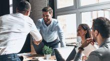 Fingir estar bien (en el trabajo) influye en la satisfacción de tu pareja