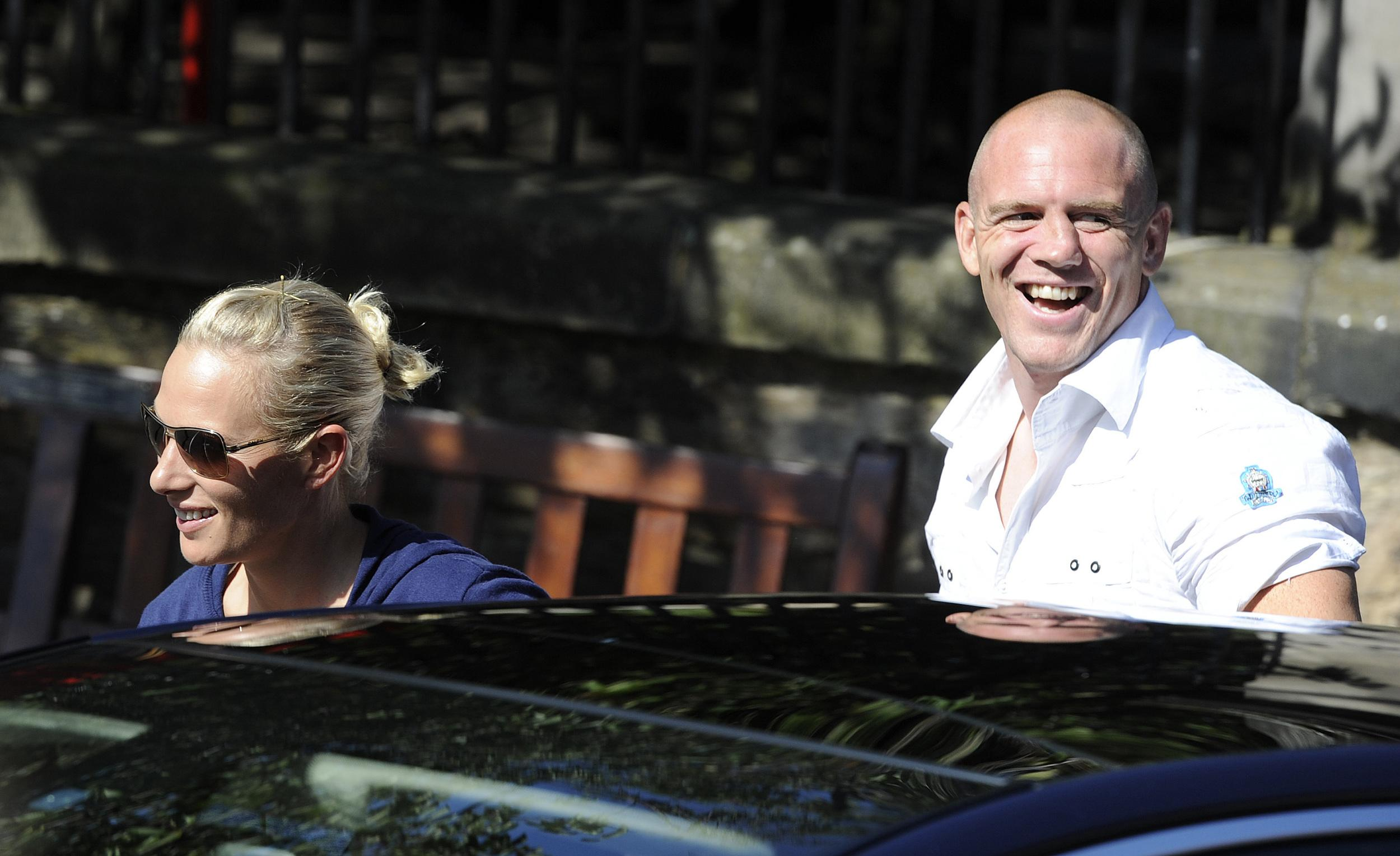 Britain's Zara Phillips (L), the eldest granddaughter of Queen Elizabeth and England rugby captain Mike Tindall (R), arrive for their wedding rehearsal, at Canongate Kirk in Edinburgh, Scotland July 29, 2011. REUTERS/Nigel Roddis  (BRITAIN - Tags: ROYALS ENTERTAINMENT SOCIETY SPORT)