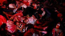 Amenaza de prisión en México debilita caravana de migrantes, otros continúan a EEUU