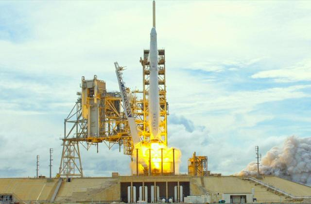 SpaceX re-launches a Dragon capsule for the first time