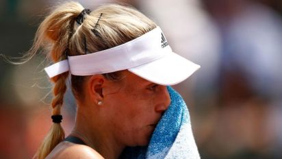 Angelique Kerber crashes out of French Open following first-round defeat by Ekaterina Makarova