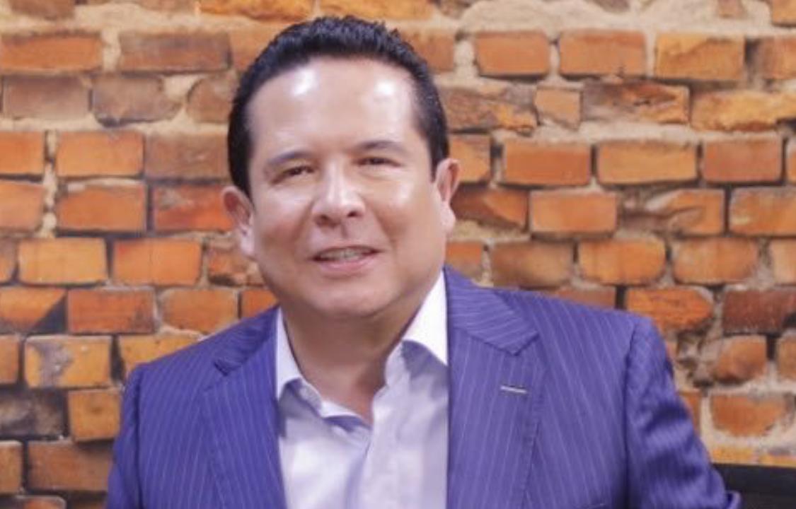 Gustavo Adolfo Infante acaba en hospital tras horrible broma del Rey Grupero