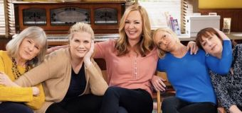 'Mom' viewers petition to save it from cancellation