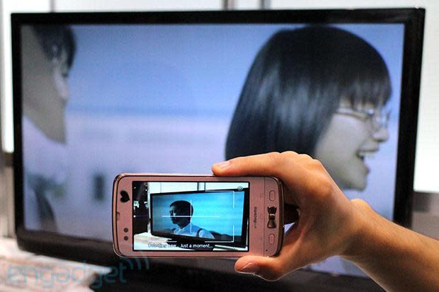 Fujitsu demos ad transmission technology, sends info from TV to handset via smartphone camera (video)