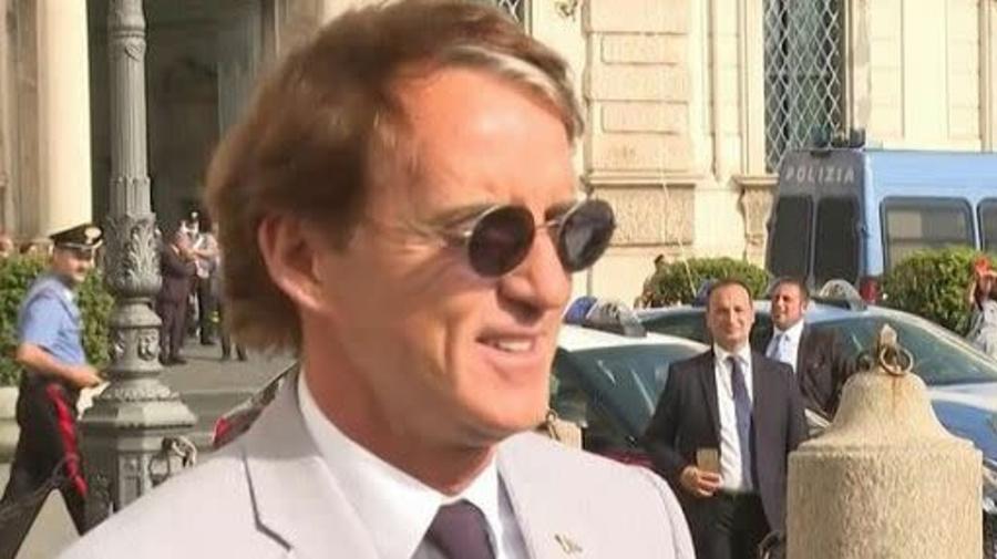 """Il ct Mancini augura buon lavoro al """"capitano d'Italia"""" Mario Draghi"""