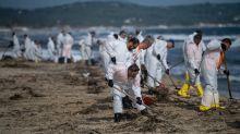 Boulettes de pétrole sur les plages de Ramatuelle: la mairie dépose plainte