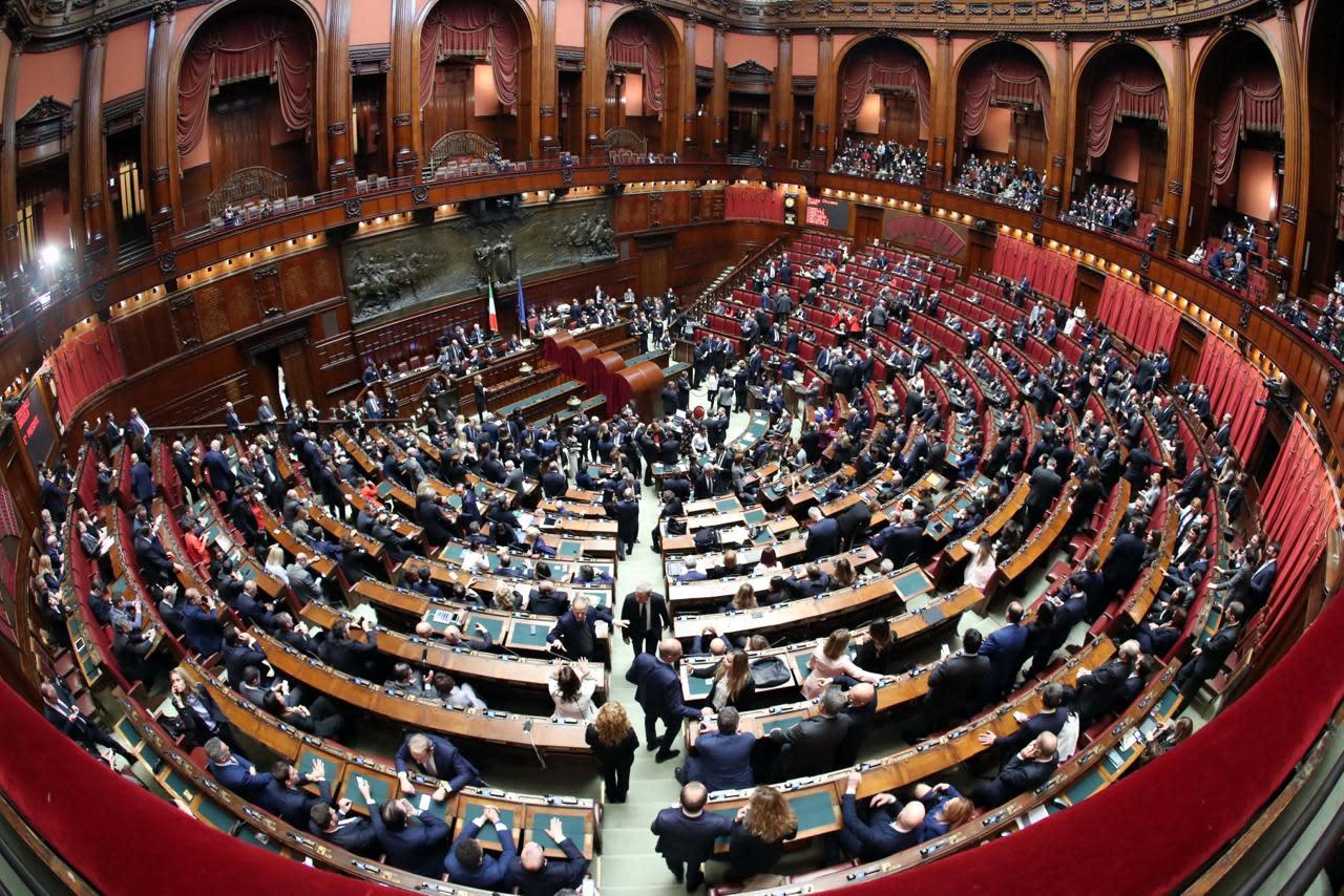 Arriva la sforbiciata italia lascia 39 podio 39 ue per numero for Parlamentari italiani numero