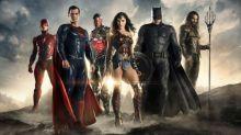 """Martialisches Filmposter: """"Justice League""""-Helden töten die """"Avengers"""""""