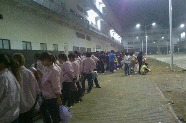 Workers at Foxconn's Zhengzhou factory strike in reaction to new iPhone 5 quality standards