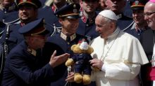 Pope invites Mideast religious leaders to Italy for peace summit