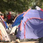 "U.S. asylum-seekers get cases heard in ""tent courts"""