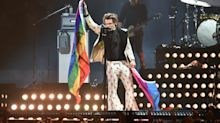 Watch Harry Styles Help A Fan Come Out To Her Mom As Gay