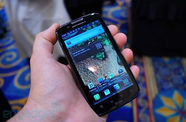 Motorola Atrix 2 hands-on at CTIA E&A 2011 (video)