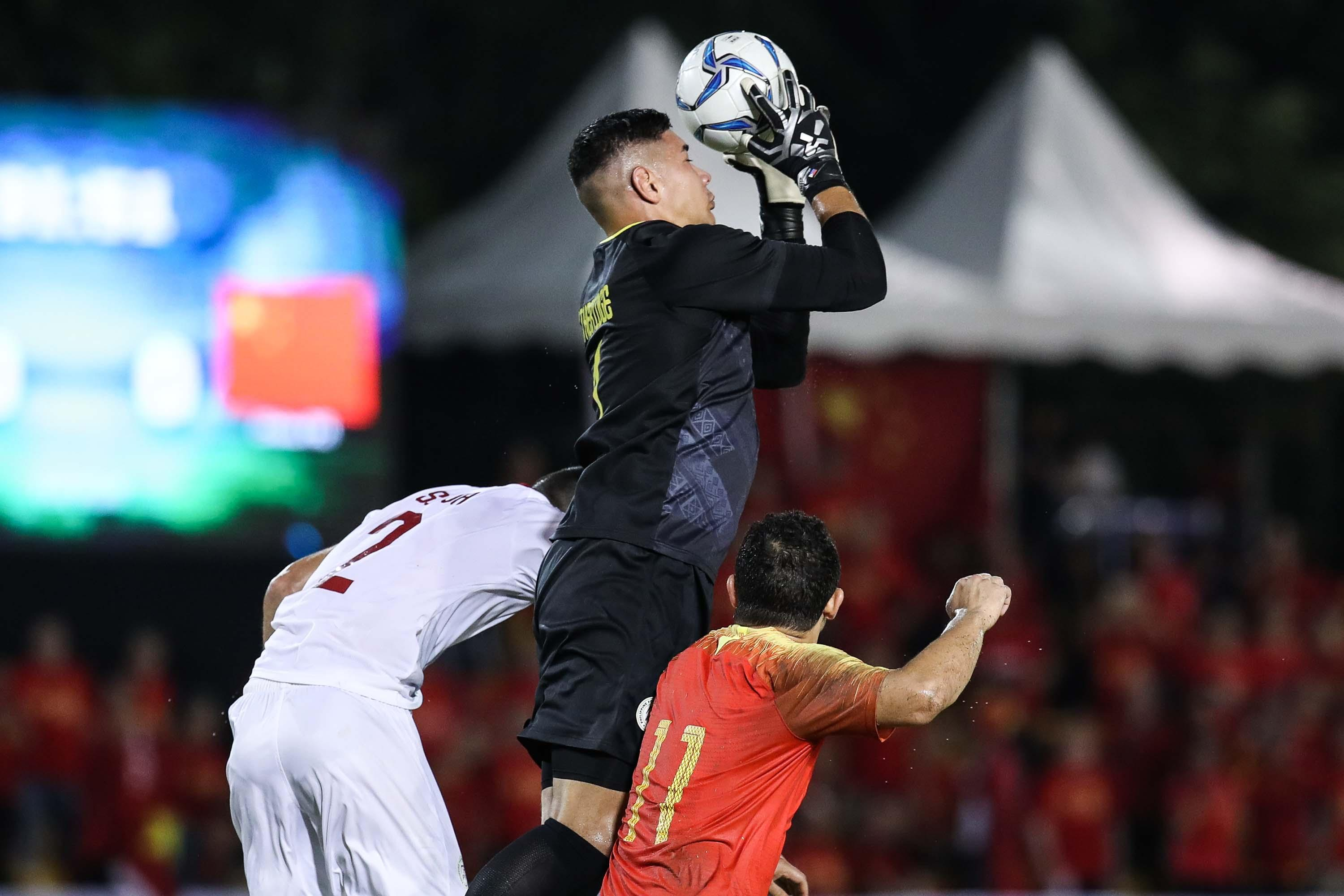 UPDATE 1-Soccer-Syria stay perfect with victory over Philippines