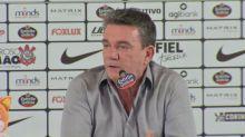 """Corinthians anuncia novo patrocinador, mas sofre com penhora e """"fogo amigo"""""""