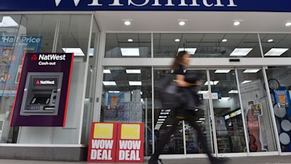 WHSmith to sell groceries in hospitals