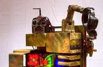 Modder creates robotic Level 10 case, intimidates fellow gamers in the process