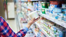 ALERTA: la razón por la que no debes usar los envases vacíos de yogurt o crema como 'tuppers'