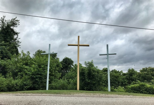 Roadside crosses in Mason County, W.V. , a region that has been hard hit by the opioid epidemic (Photo: Holly Bailey/Yahoo News)