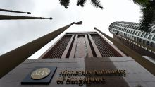 Economists Split on Singapore Central Bank Tightening: Survey