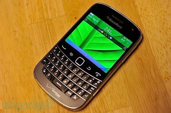 The Engadget Giveaway: win a BlackBerry Bold 9900 and a one-year TeleNav subscription!