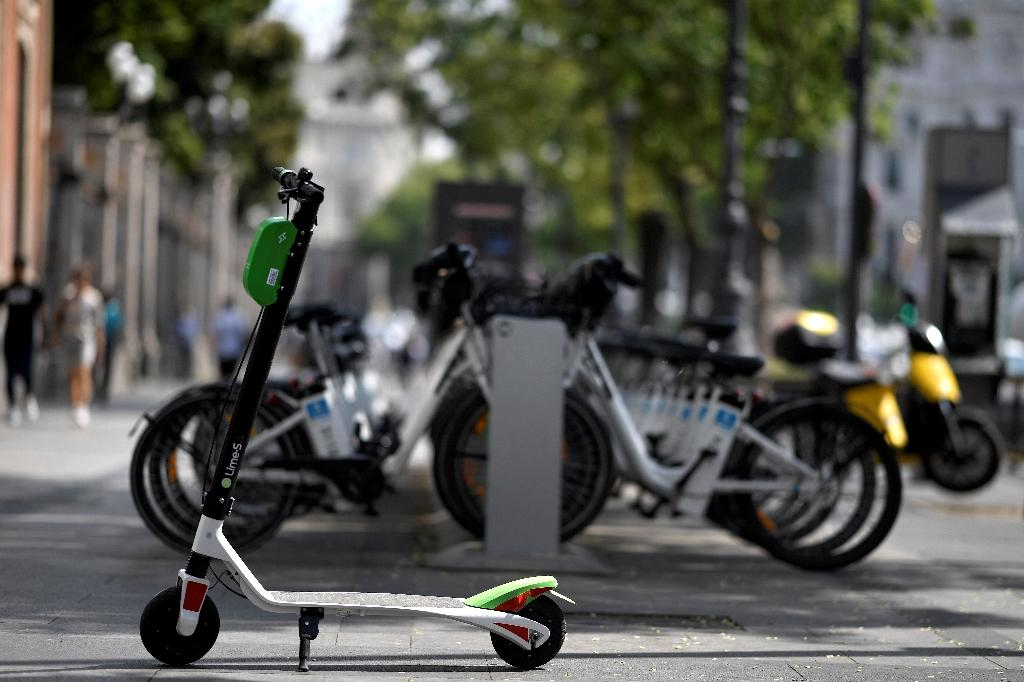 Electric scooters change the way people get around but exasperate some drivers and pedestrians (AFP Photo/GABRIEL BOUYS )