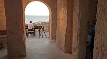 Évasion Musicale aux Grottes de Meschers, le pianiste Vivian Roost donne un concert face à l'océan