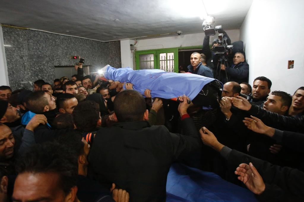 Relatives carry a Palestinian man killed while allegedly carrying out attacks on Israelis, after Israeli authorities returned his body to the Al-Ahli hospital on December 16, 2016, in the West Bank city of Hebron (AFP Photo/HAZEM BADER)