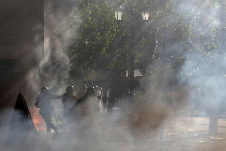 Riot police clash with demonstrators in Santiago