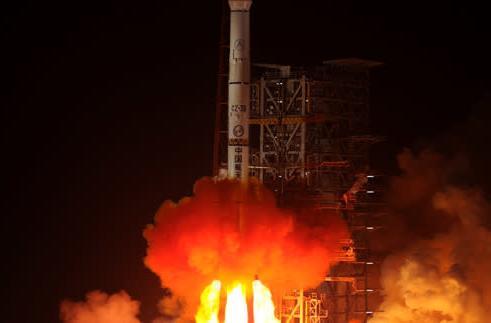 China launches Jade Rabbit rover, kicks off Chang'e 3 moon mission