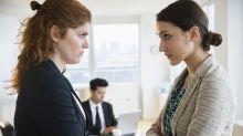 Studie klärt auf: So viele Frauen fühlen sich von Kolleginnen gemobbt
