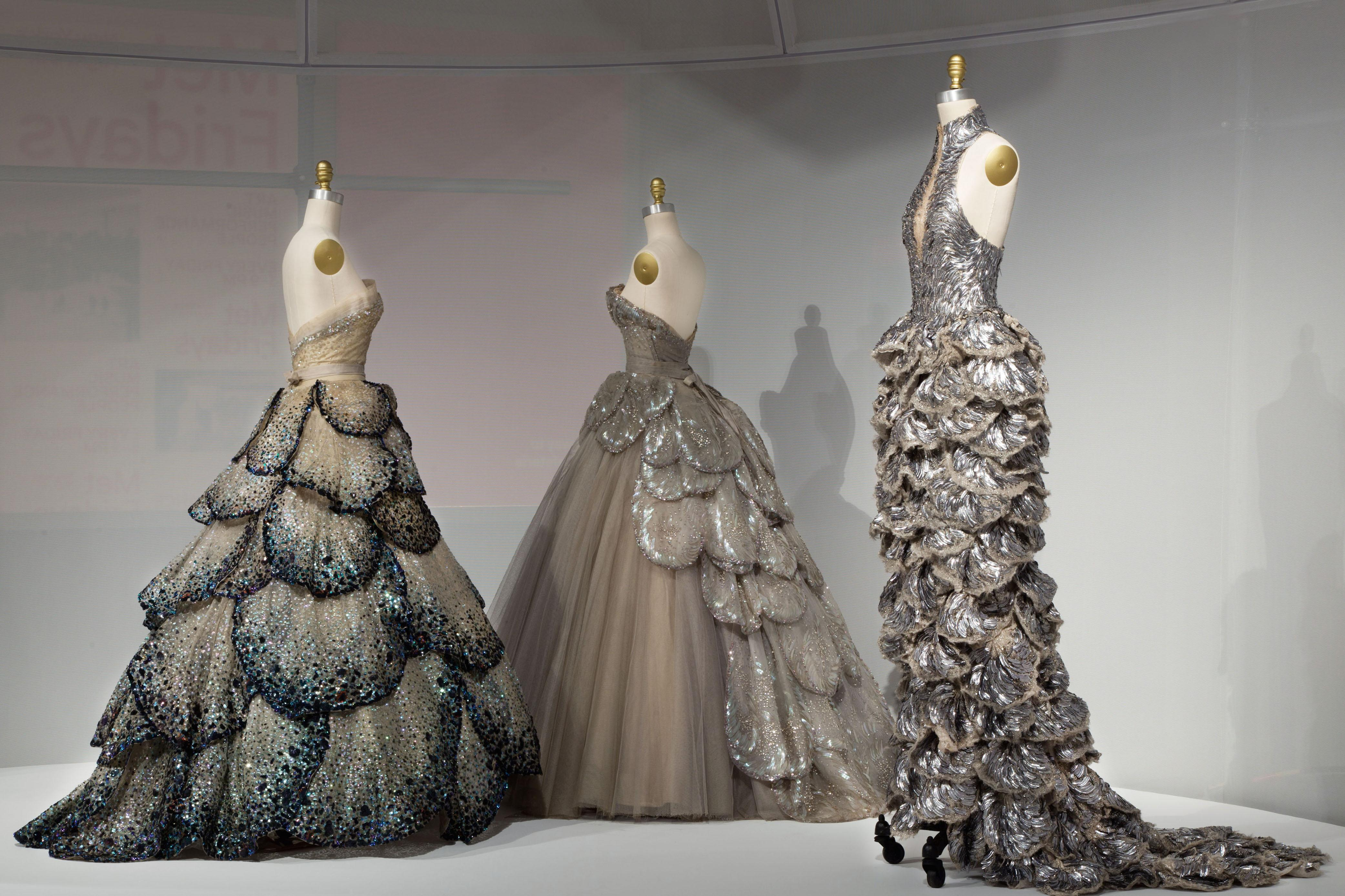 5 delightfully tech y dresses from the 2016 met gala for Metropolitan museum of art fashion