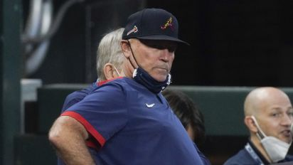 Braves extend Snitker's contract through 2023