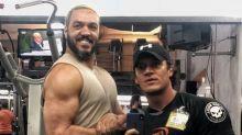 Belo impressiona internautas ao mostrar músculos na academia