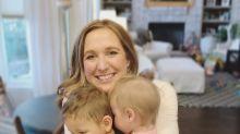 Mulher descobre que seus filhos adotivos são irmãos biológicos