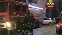 Uomo muore carbonizzato in un incendio in appartamento a Roma